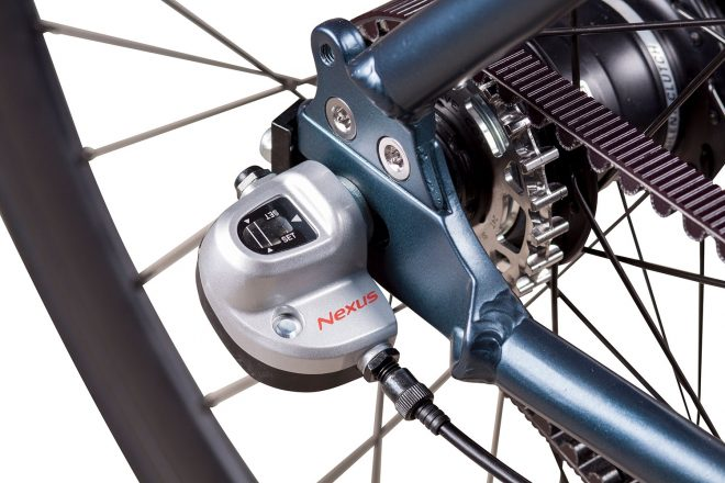products 14 amsterdam commuter bike close up shimano 3 speed